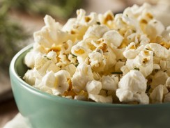 Top 10 Best Microwave Popcorn Poppers – 2017 Reviews